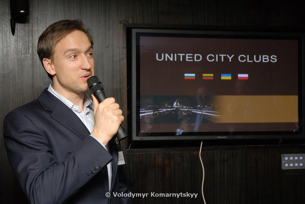 Linas Ciapas (Lithuanian City Club) greets the guests