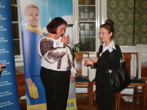 Valentina Sokolovska (UIA) presents the poetry competition prize to the winner Svitlana Viter.